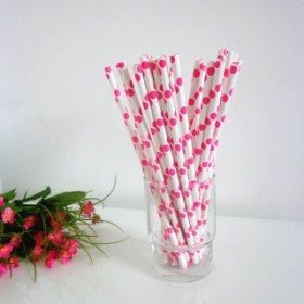 Cannucce di carta bianche e rosa